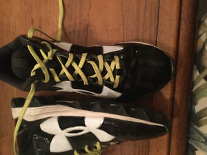 Boys Under Armour baseball shoes (worn once)