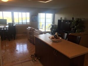 Pointe Claire Water front apartment 3 1/2