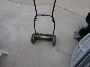 hand push lawn grass cutter 1 yardworks $50 like new left by ol