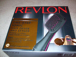 NEW UNUSED REVLON ONE STEP IONIC HAIR DRYER AND STYLER