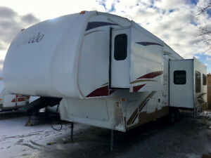 2008 Laredo 30' Luxury 4 Season 5th Wheel