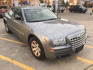 2007 Chrysler 300..low km..no accident..Leather interior