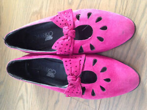 Vintage Markio Italian pink suede flats with bow