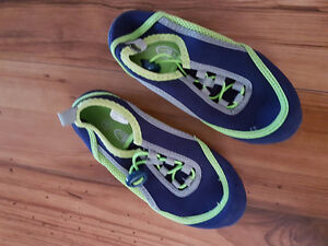 size 10-12 water shoes