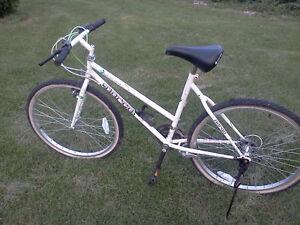 vélo NORCO blanc
