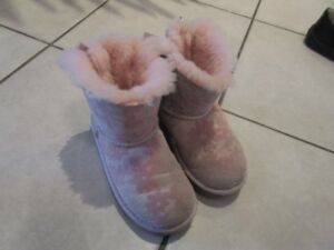 Girls Uggs boots size toddler 11.