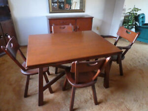 BEAUTIFUL DINING ROOM TABLE (IMPERIAL LOYALIST)      DARTMOUTH