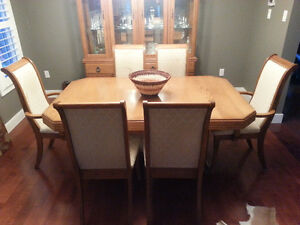 Extendable table set + Wood showcase! London Ontario image 2