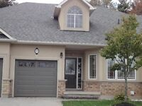 UPSCALE ANCASTER 2 BDRM  T/H AVAILABLE IMMEDIATELY