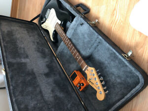 Electric Squier strat guitar+amp +distortion pedal+hard case