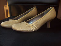 Steve Madden Pumps- $15. if pickup today!!