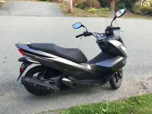 2015 Honda PCX 150, Excellent condition!