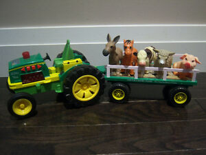 TOY FARM TRACTOR WITH TRAILER AND 5 ANIMALS