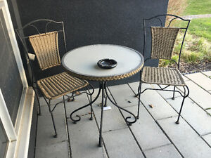 VERY GOOD CONDITION SMALL PATIO SET (2 CHAIRS AND A TABLE)