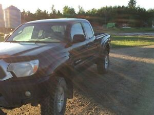 2014 Toyota Tacoma OFF ROAD Pickup Truck
