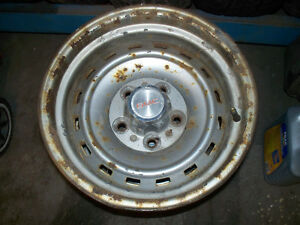 chevy gmc older style steel rally wheels 15 x 8 have 4wheels