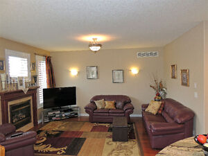 LACKNER WOODS-ALL BRICK BUNGALOW READY TO MOVE-IN Cambridge Kitchener Area image 8