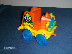 VINTAGE FISHER PRICE NOISEMAKING TOY CAR-1983-COLLECTIBLE