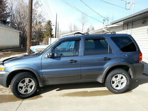 2005 Ford Escape XLT SUV, Crossover VERY LOW KMS!!