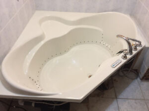 Corner Massage tub in almost new condition Valves included