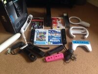 NINTENDO WII BOXED IN BLACK WITH GAMES AND ACCESSORIES