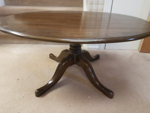 Pennsylvania House Oval cherry coffee table