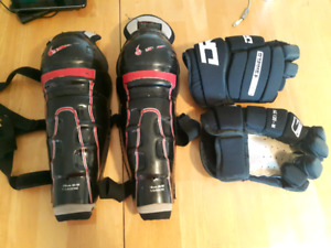 Ball street hockey DR Sonic Shield gloves and Nike shin guards