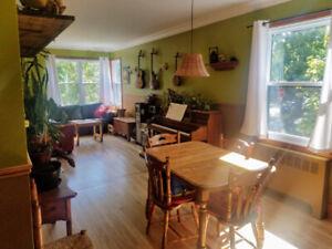 Du 27 au 12 sept. Grand logement lumineux dans le Vieux-Rosemont