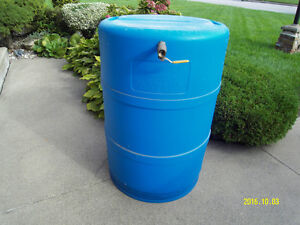 Barrel can be used for fermenting wine or as a water barrel.