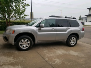 2010 Mitsubishi Endeavor Leather loaded and sunroof