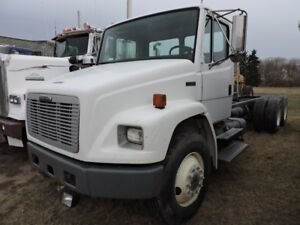 1996 FREIGHTLINER t/a  CAB AND CHASSIS