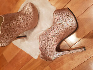 NEVER WORN Heels boots CHAMPAGNE colour crystals
