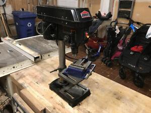 Perceuse à colonne // Bench Top Drill Press