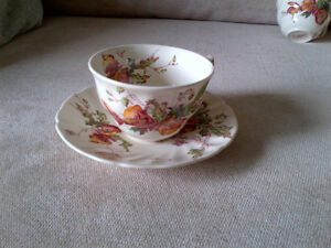 ROYAL DOULTON TEA CUPS AND SAUCERS Kitchener / Waterloo Kitchener Area image 3