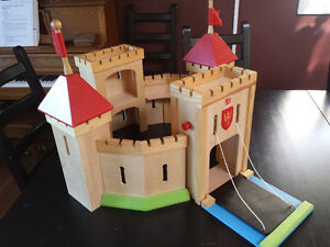 Step 2 Wooden Castle Set with Play Ma