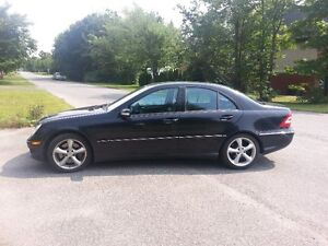 2005 Mercedes-Benz C-Class Noir et chrome Berline