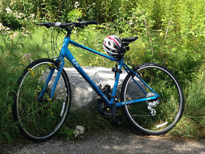 Women's medium hybrid bike - EXCELLENT condition