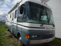 2000 36ft Class A Tropi-Cal by National RV - well maintained