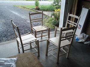4 chaises antique style ile d'orleans assemblage cheville bois