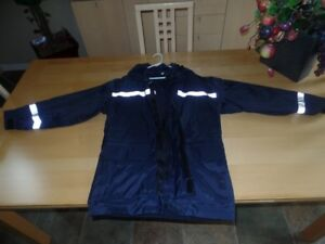 MENS OR LADIES HI-VISIBILITY RAINCOAT..SIZE SMALL
