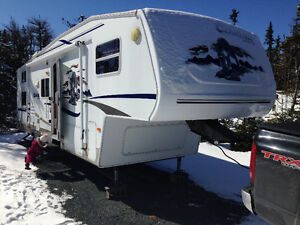 32' Cougar Fitfh wheel with Bunkhouse