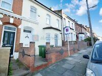 5 bedroom house in Elmdene Road, Woolwich SE18