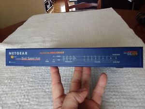 NETGEAR DS309  8 PORT HUB