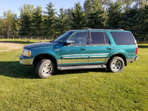 REDUCED -- 1998 Ford Expedition XLT SUV