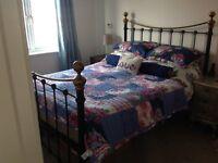Kingsize (5ft) bedframe with sprung slats £25