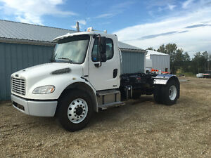2007 FREIGHTLINER TRUCK WITH NEW HOOKLIFT