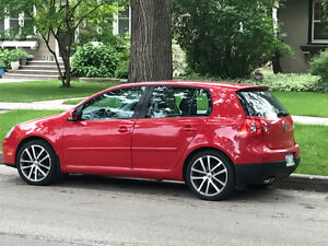 2007 Volkswagen Rabbit Red Hatchback