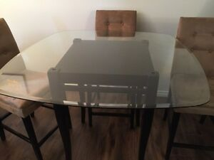 Height dining table and chair