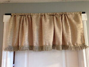 For Sale: 1 Gold valance