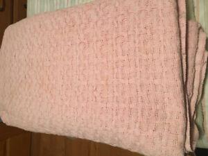 2 couvertures ou couvre-lit